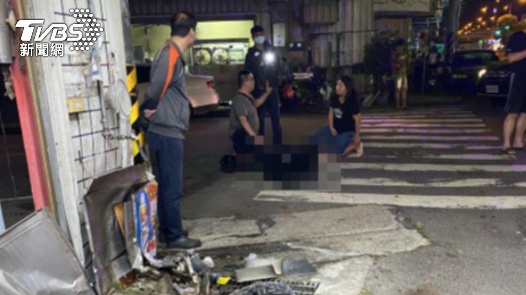 昨晚將近11點,台中大雅發生肇逃車禍案件。(圖/TVBS) 假配合真逃跑 小客車開霧燈遭盤查落跑撞機車肇逃