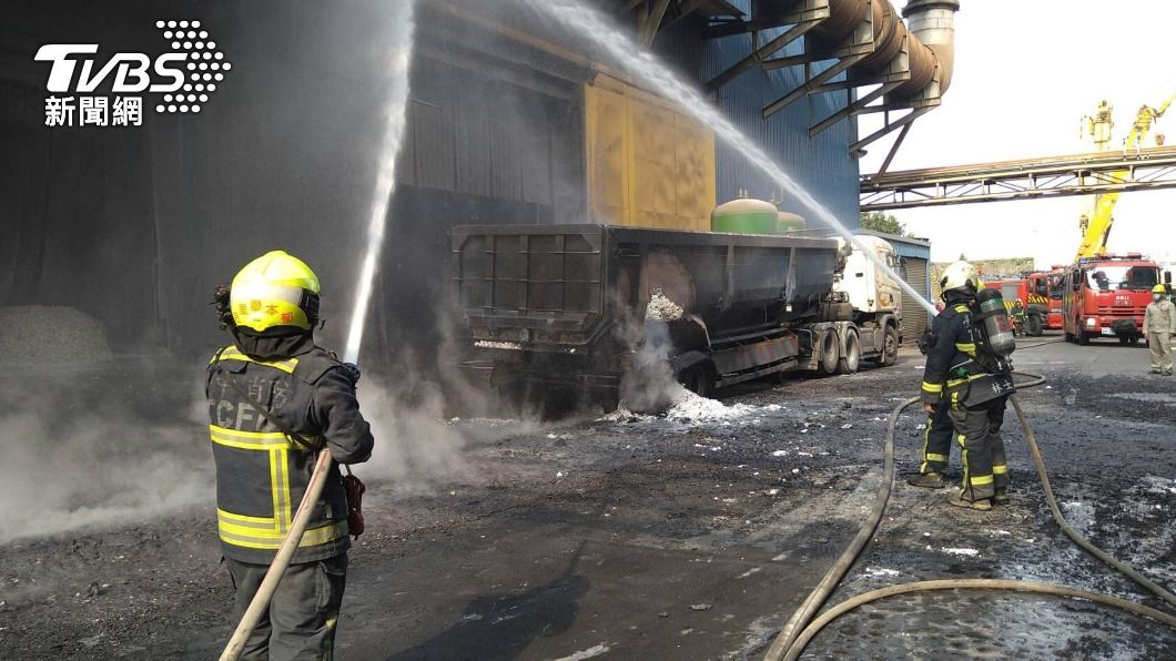豐興鋼鐵廠發生爆炸意外。(圖/中央社) 台中豐興鋼鐵廠爐渣車爆炸 2工人燒燙傷送醫