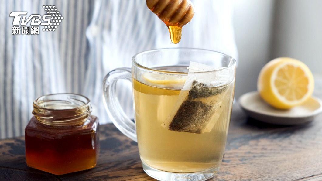 (示意圖/shutterstock 達志影像) 網傳蜂蜜、茶葉同飲恐釀血栓 營養師:無稽之談