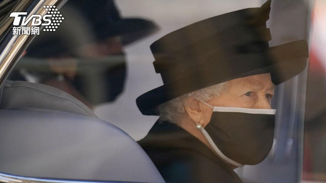 英國女王日前送走結縭73年的丈夫菲利普親王。(圖/達志影像路透社) 73年來最孤獨生日 英女王迎接95歲低調不慶祝
