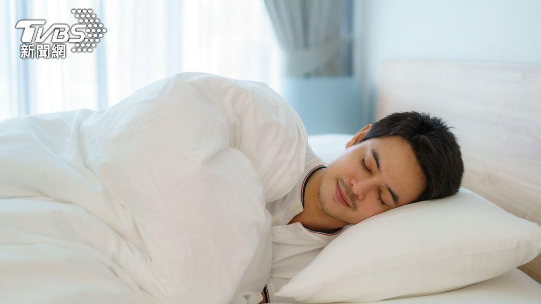 中年人若長時間未睡滿6小時,罹患失智症風險增加。(示意圖/shutterstock達志影像) 睡太少注意了!歐研究:中年睡嘸6hr失智風險增