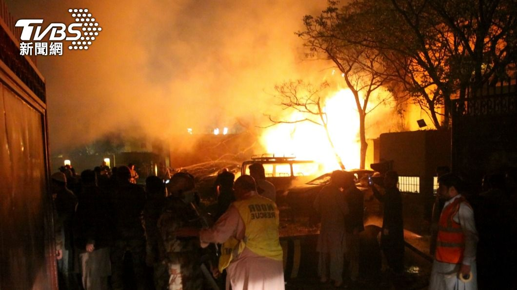 巴基斯坦一家飯店發生爆炸。(圖/達志影像美聯社) 巴基斯坦飯店爆炸案4死多人傷 陸大使逃過一劫