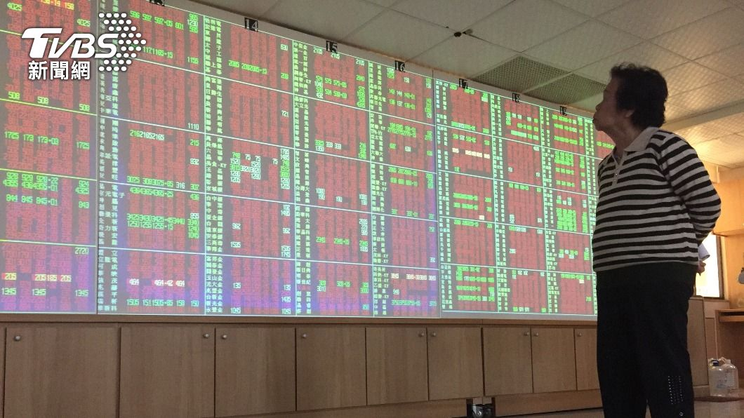 (圖/中央社資料照) 台股爆天量後指數震盪走高 大漲逾百點