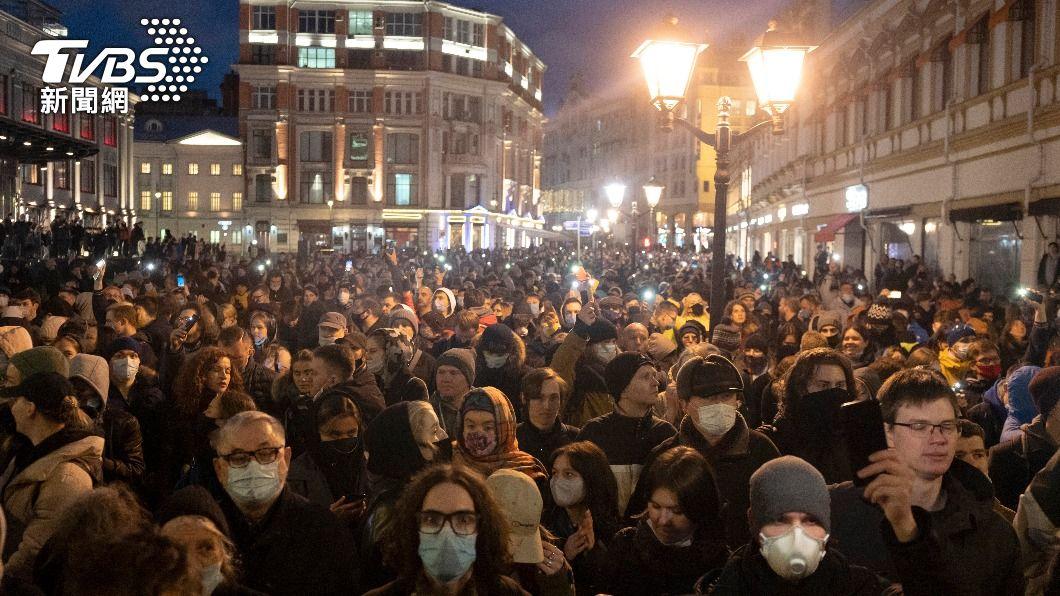 上千人參與聲援納瓦尼的抗議。(圖/達志影像美聯社) 納瓦尼健康惡化俄國人發動抗議聲援 逾400人被捕