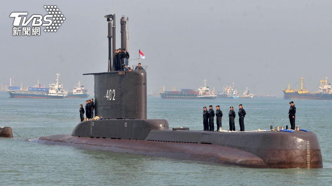 印尼一艘潛艦失聯。(圖/達志影像路透社) 印尼潛艦失聯 油污漂浮海面不排除艦身破裂