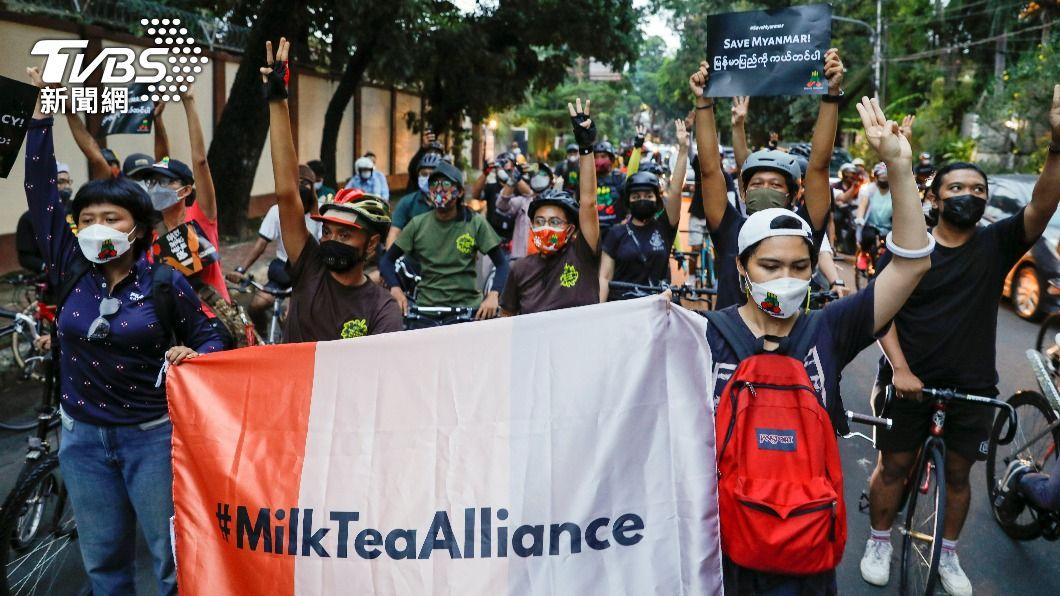 緬甸軍方政變後,民眾不斷走上街頭抗議。(圖/達志影像路透社) 緬甸危機惡化 恐又有340萬人不知下一頓飯在哪
