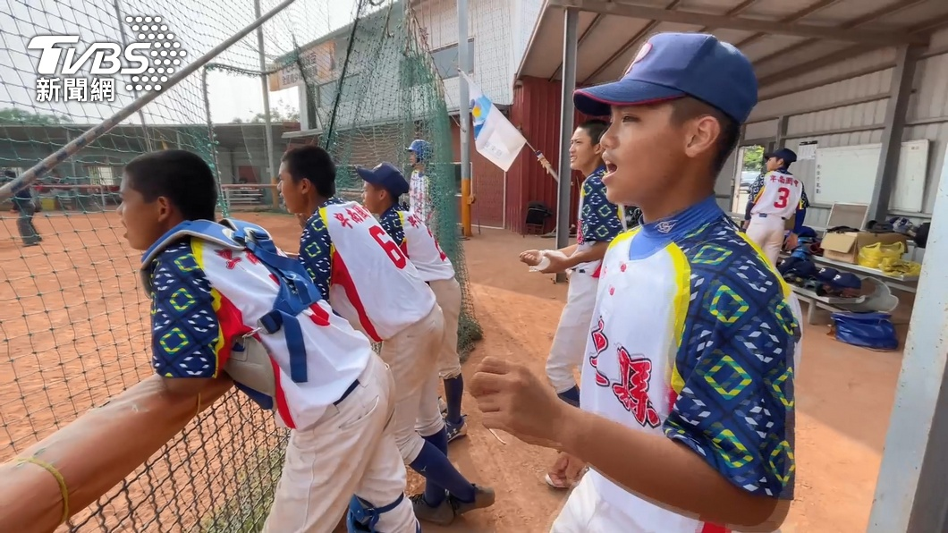 圖/TVBS資料畫面 被耽誤的歌手! 卑南國中棒球隊超會唱赴憲哥節目圓夢