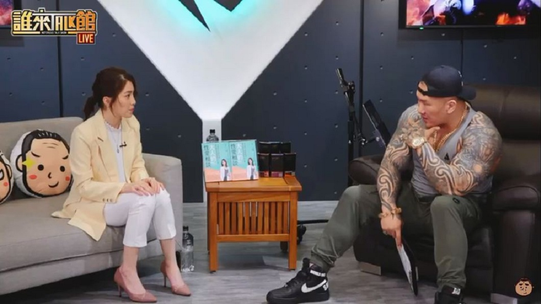 許藍方今(22)日晚上館長陳之漢的直播節目大聊兩性話題。(圖/翻攝自YouTube) 談性事總被酸 最美博士許藍方:性慾不髒、髒的是人的腦袋