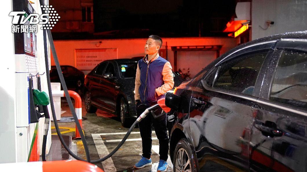 國際油價今小幅上漲。(圖/達志影像路透社) 經濟復甦跡象抵疫情擔憂 國際油價小幅上漲