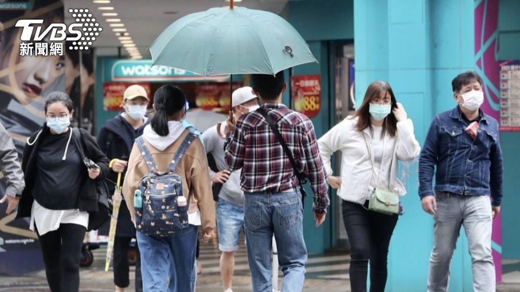 今(23)日全台水氣偏多,東半部及大台北地區降雨機率較高。(圖/中央社資料照) 北部東部局部短暫雨 西半部山區易有午後熱對流