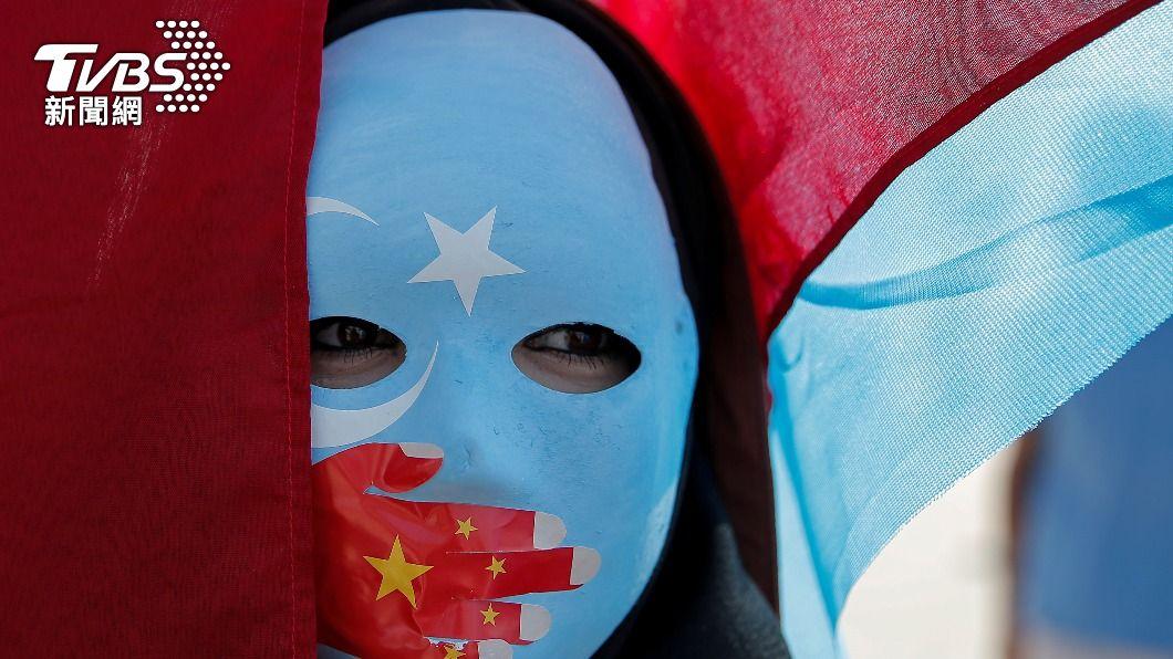 新疆維吾爾族人民參與街頭反抗行動。(圖/達志影像路透社) 英國國會通過動議 宣告大陸對新疆維族種族滅絕