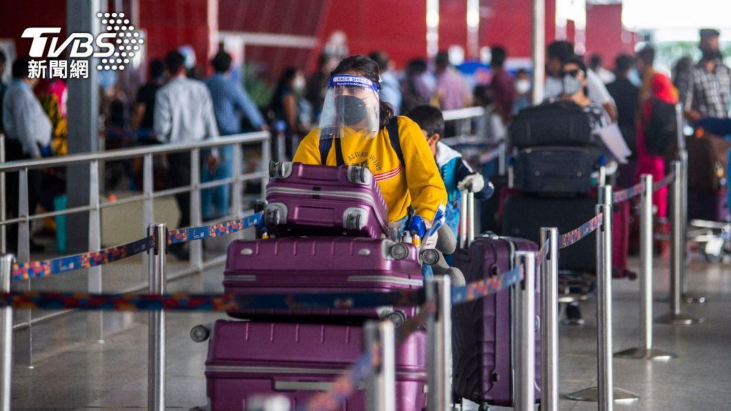 印度新冠肺炎疫情不斷惡化。(示意圖/shutterstock 達志影像) 搭機抵印度阿薩姆 300名乘客拒受檢測逃走了