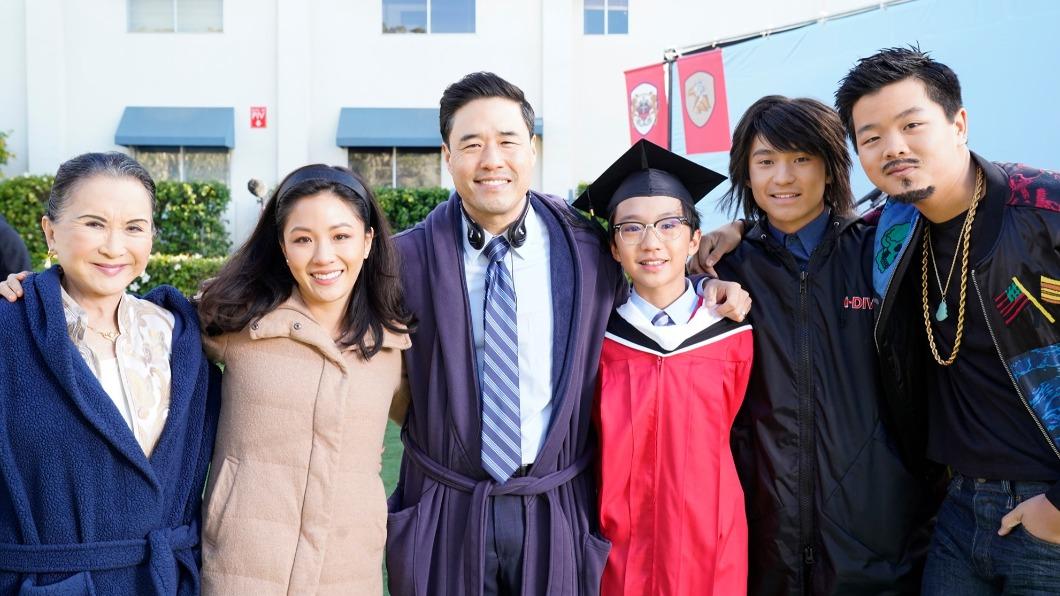 電影《菜鳥新移民》講述亞裔家庭到美國生活的成長故事。(圖/翻攝自Fresh off the Boat官方臉書) 《菜鳥新移民》原著黃頤銘 藉拍電影與虎媽和解