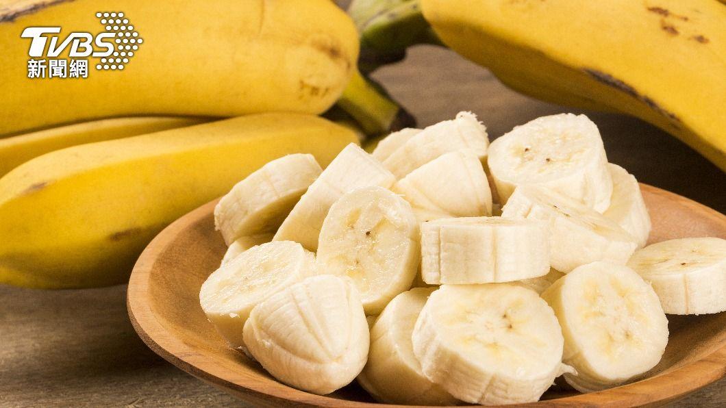 坊間傳言罹有腎臟病的患者不能吃香蕉。(示意圖/shutterstock達志影像) 腎臟病患者吃香蕉會出事?食藥署曝意外解答