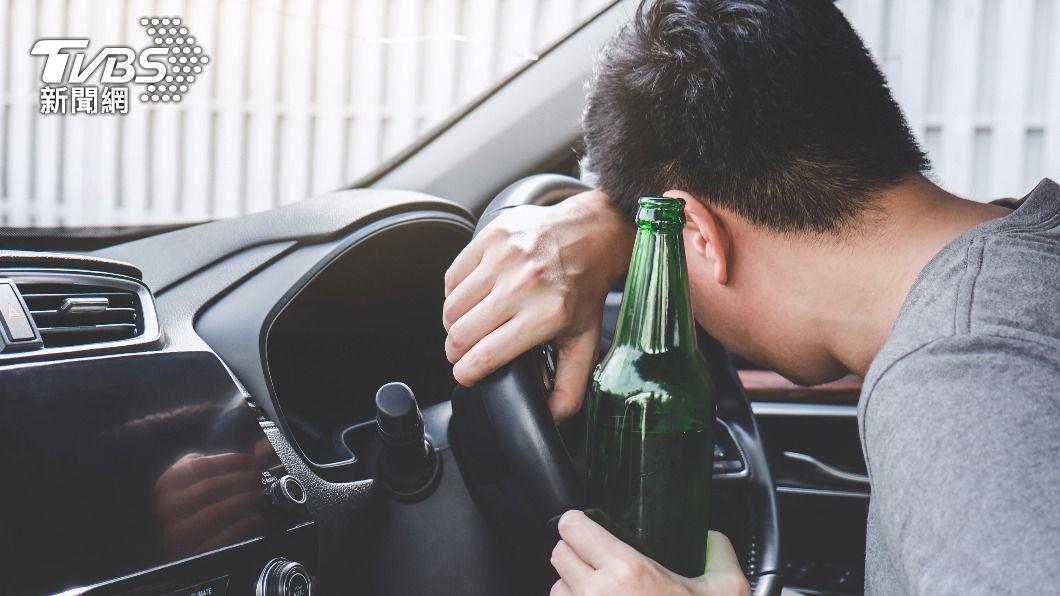 男子喝醉酒去考駕照。(示意圖/shutterstock達志影像) 喝酒壯膽?陸男醉醺醺考駕照 考官看傻秒判「不及格」