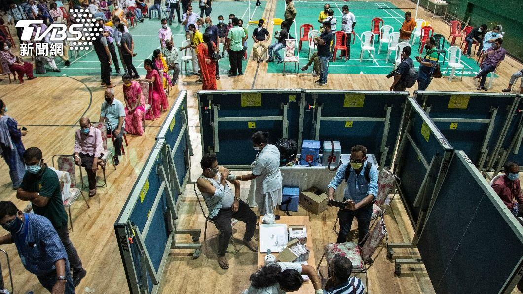 印度疫情不斷升溫。(圖/達志影像美聯社) 印度染疫病患死亡數攀升 醫療資源匱乏幾近崩潰