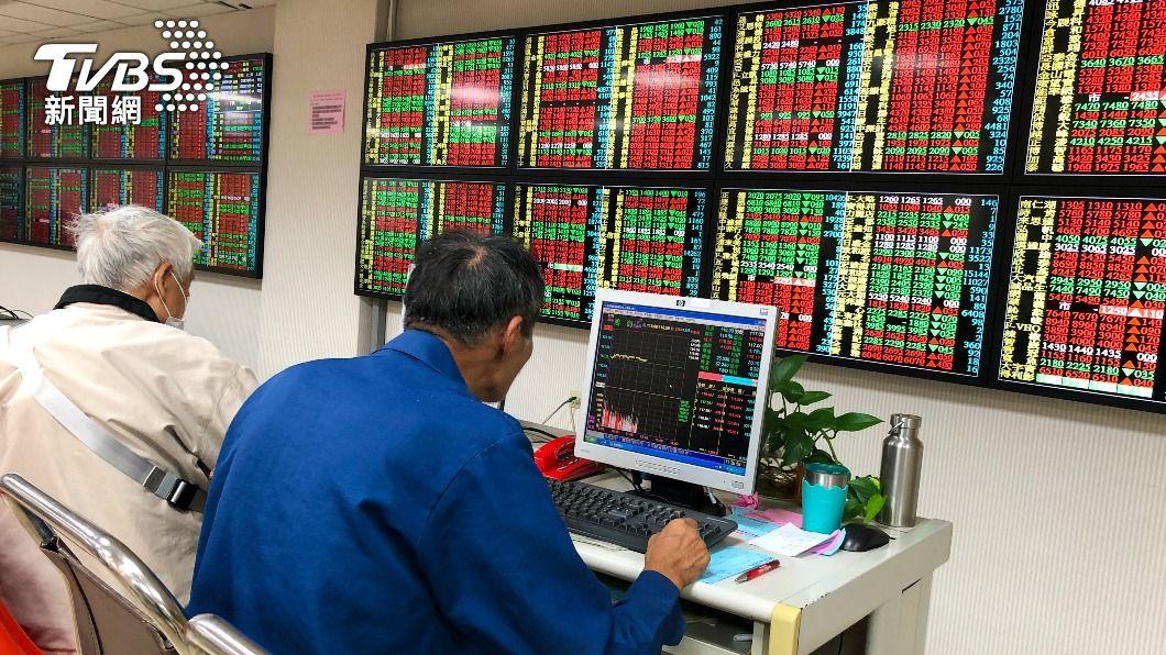 台股爆天量後指數震盪走高。(圖/中央社) 台積電尾盤急拉 台股收盤大漲203點
