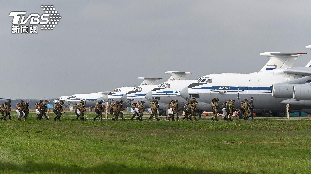 俄羅斯自烏俄邊界撤軍。(圖/達志影像路透社) 俄羅斯下令撤軍 士兵開始自烏俄邊界返回基地