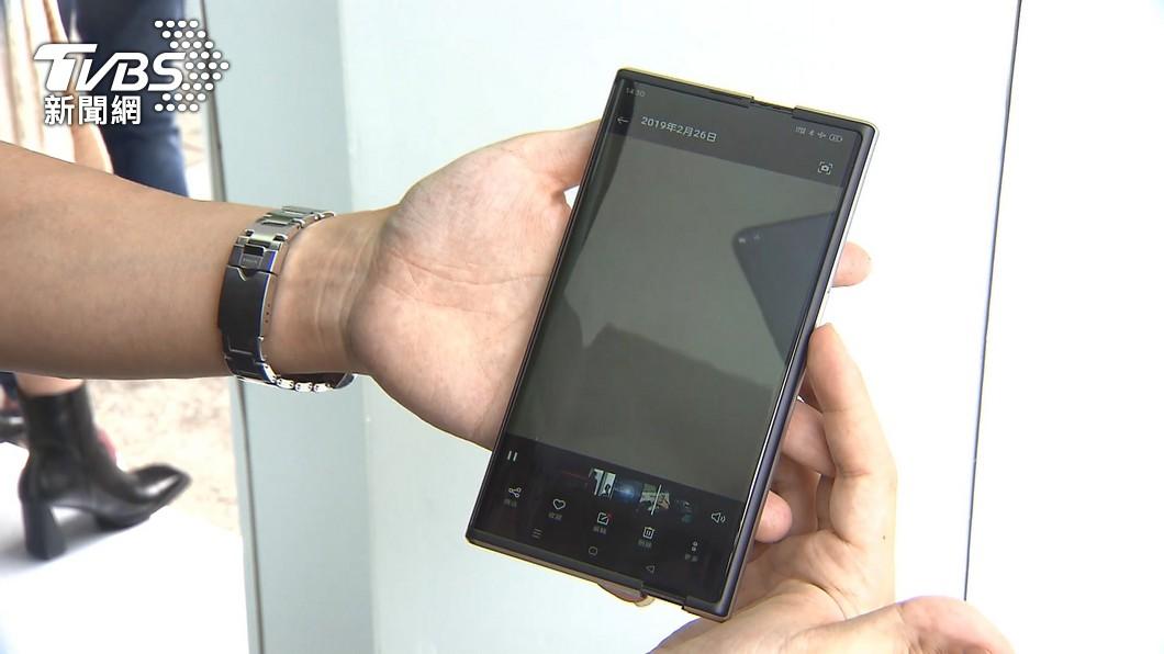 手機變平板!「卷軸式」概念機在台首曝光