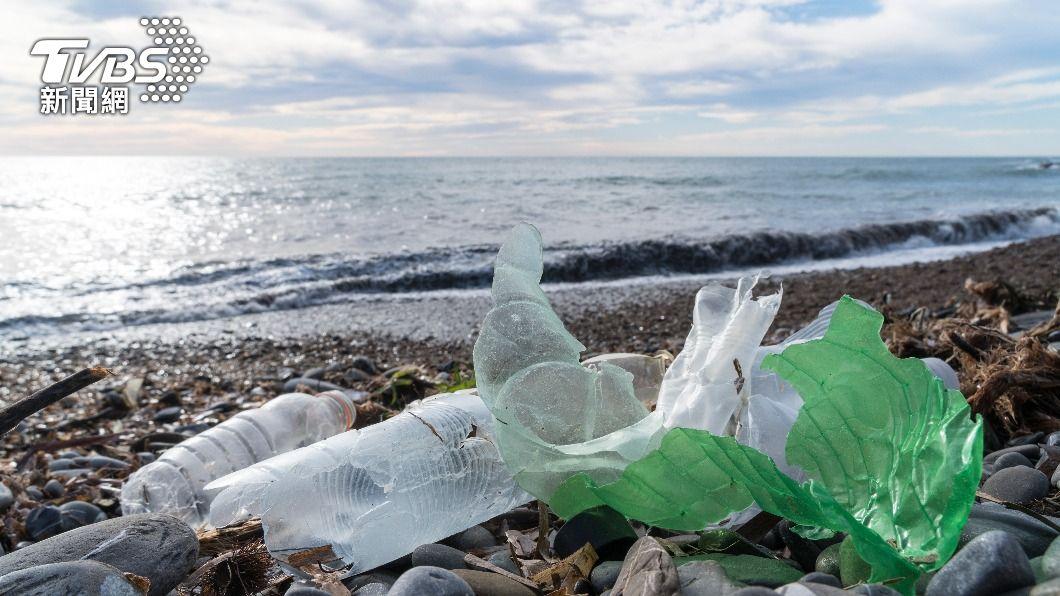 巴西海灘發現大量不明廢棄物。(示意圖/shutterstock達志影像) 巴西東北部海灘 發現大量來源不明垃圾