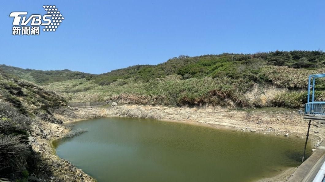 馬祖受海象影響,水庫水位下降。(圖/中央社) 馬祖東莒運水受海象影響 不排除採取限水措施