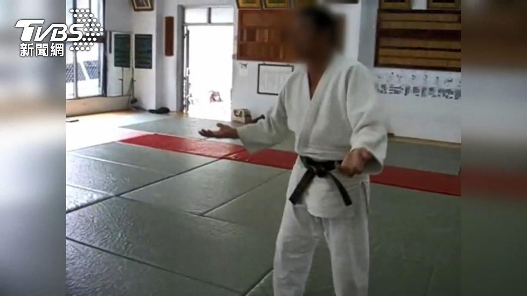 何姓柔道教練。(圖/TVBS資料畫面) 好消息!7歲柔道童狀況好轉 叔叔淚:他很努力撐過來了
