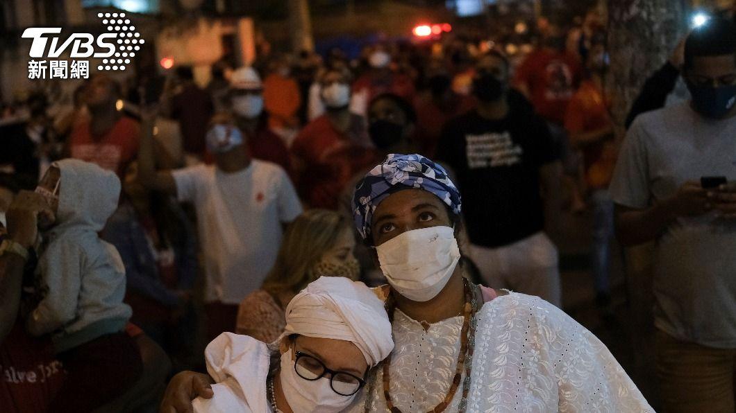 巴西從4月初至今,單月病故人數達6萬8000人,創下為疫情以來最嚴重的單月紀錄。(示意圖/達志影像路透社) 全球疫情蔓燒 巴西破紀錄 月初至今逾7萬人不治