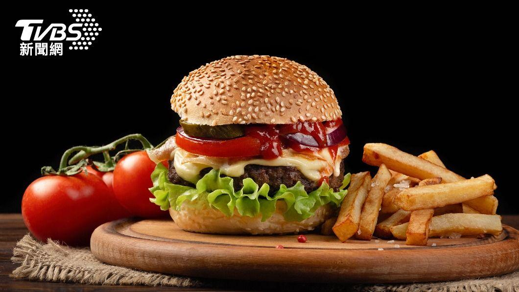知名連鎖速食店推出超優惠活動。(示意圖/shutterstock 達志影像) 連鎖速食限時3天!套餐+10元享「4.4盎司牛肉排」