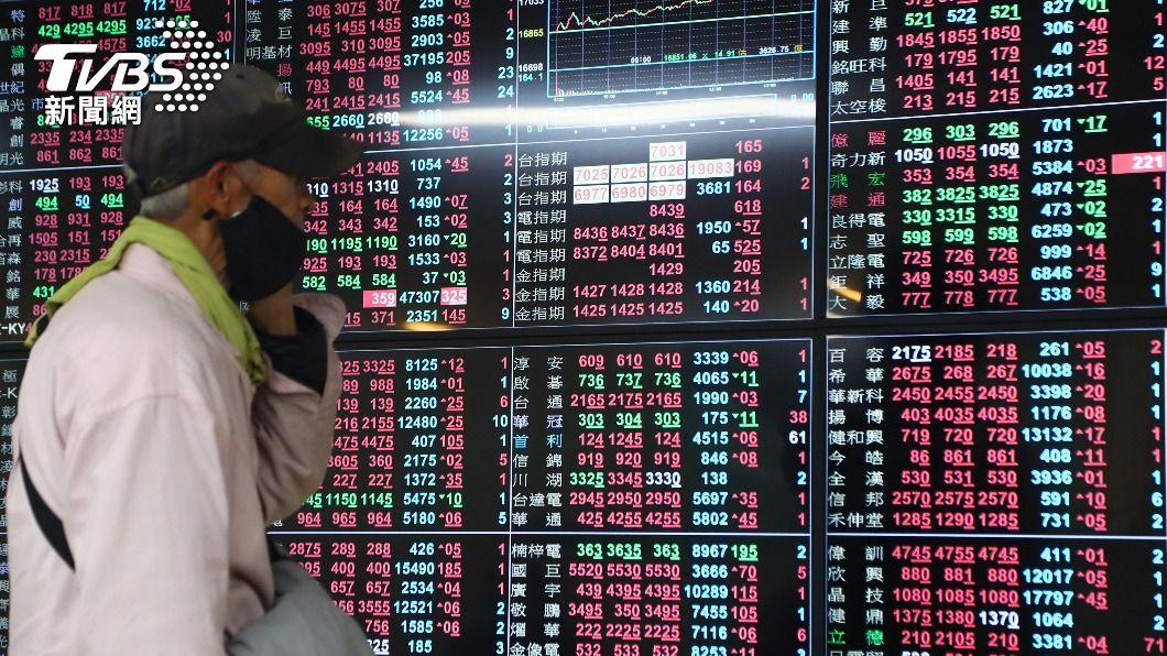 台股指數重返17300點關卡。(圖/中央社) 台股週線連五紅 法人:可能維持類股輪動趨勢
