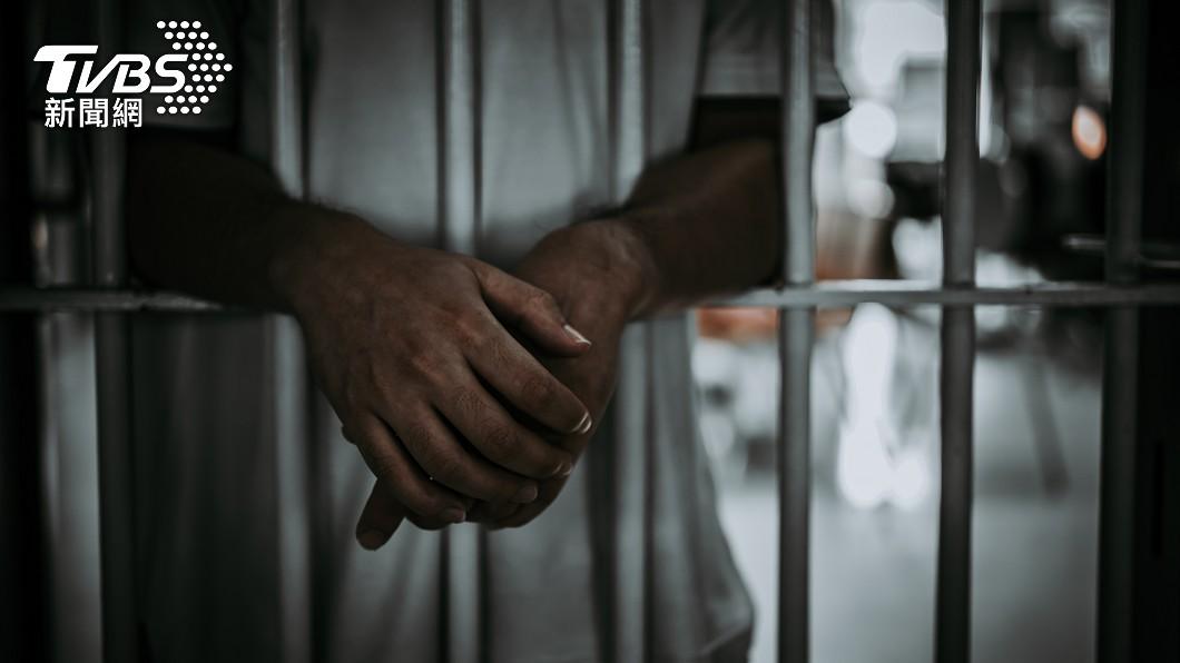 父親打算將兒子送進監獄中。(示意圖/shutterstock達志影像) 基隆父遭家暴不忍了 「送獨子進監獄」復仇:給獄友教育