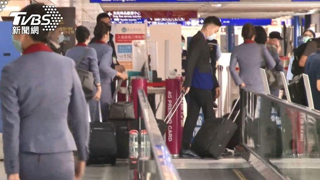 華航機組員染疫擴大。(圖/TVBS) 華航機組員每日採檢200人 採檢點可兼打疫苗
