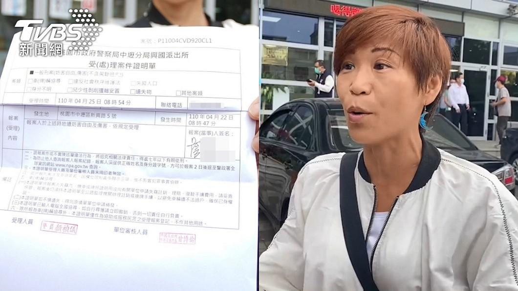 女師今重返派出所提告。(圖/TVBS) 拒盤查遭掐脖重摔上銬 女師持驗傷單提告中壢警