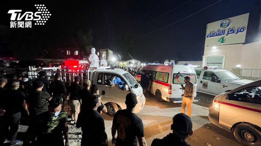 伊拉克一間醫院發生大火。(圖/達志影像路透社) 氧氣筒爆炸!伊拉克醫院大火奪80命 衛生部長遭停職