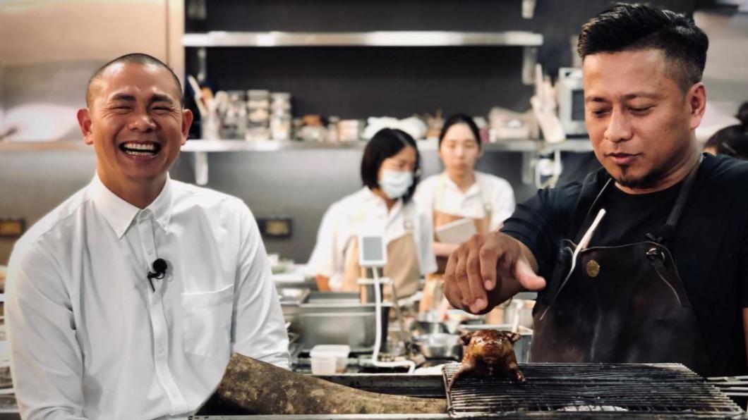 圖/翻攝自RAW 臉書 快訊/江振誠餐廳遭爆「廚師不戴罩」 衛生局抓包