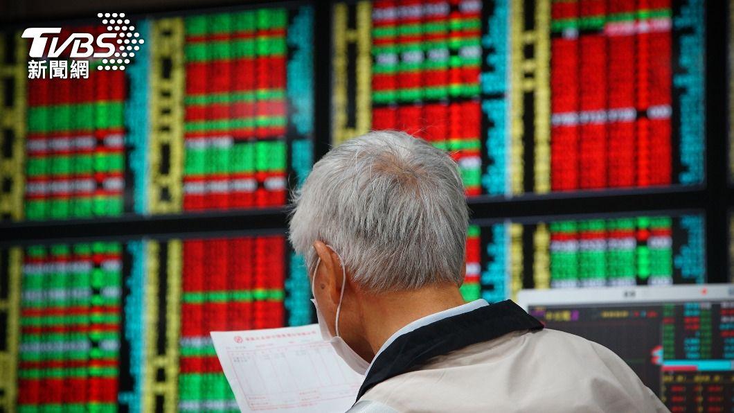台股早盤大漲。(圖/中央社) 台股早盤漲逾152點 衝上17452.33點創新高