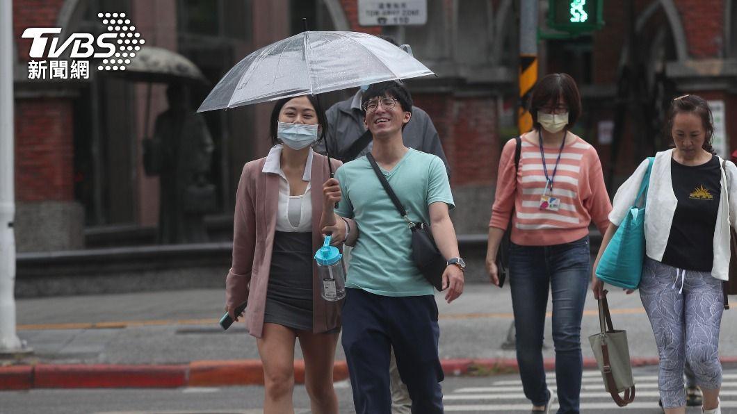 (圖/中央社) 今明短暫空檔 週三鋒面接近「降雨熱區曝」
