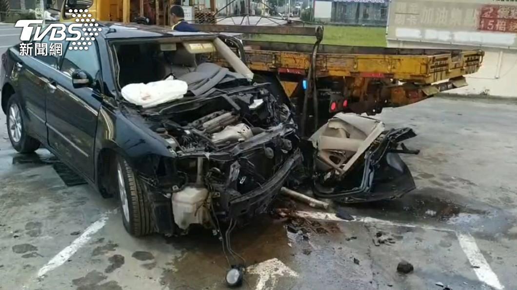 台中后里區某加油站凌晨發生一起車禍事故。(圖/TVBS) 台中男撞進加油站慘死 女乘客摔車外喊「別報警」原因曝