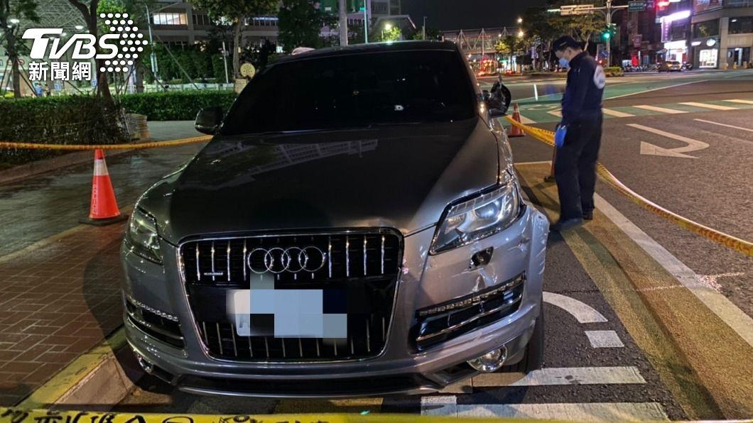 (圖/TVBS) 形跡可疑拒檢加速逃逸 警連開兩槍女毒販中傷不治
