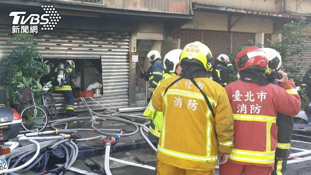 內湖一間非法私人安養中心去年9月發生火警。(圖/TVBS資料畫面) 內湖非法安養中心火警釀3死 女負責人遭起訴