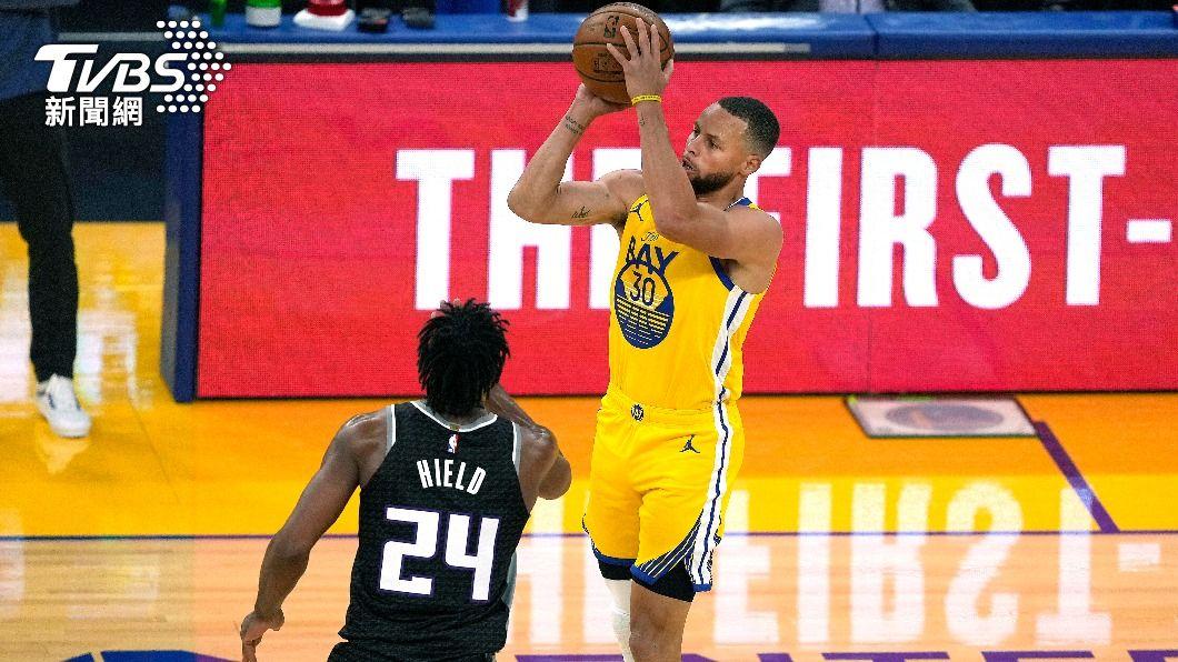 NBA勇士柯瑞。(圖/達志影像美聯社) 柯瑞率勇士克國王 單月投進85個三分球創紀錄