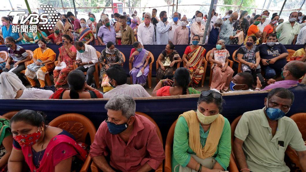 圖/達志影像路透社 印度醫療資源崩潰 買不起黑市藥品氧氣只能等死