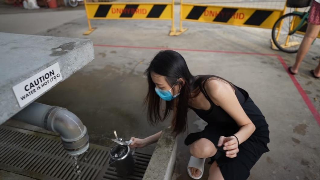 台灣網紅安琪兒在新加坡溫泉公園煮雞翅挨轟。(圖/翻攝自安琪兒ANGEL HSU YouTube) 台網紅在新加坡「溫泉公園煮雞翅」 當地人批噁:請自重
