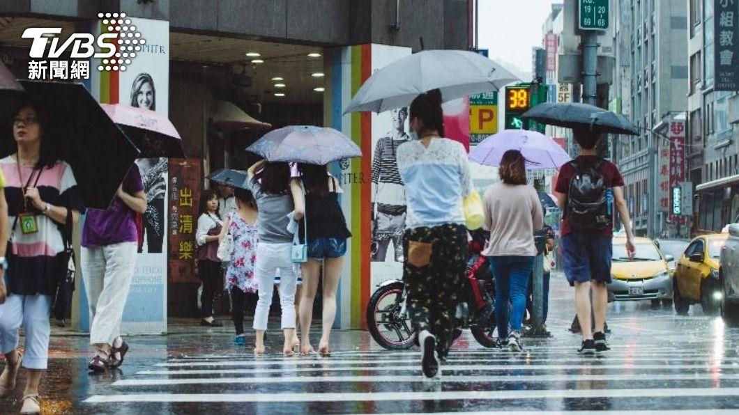 鋒面接力報到,週四全台皆有機會降雨。(示意圖/Shutterstock達志影像) 中南部期待了!鋒面報到全台有雨 1圖看懂水庫進帳情形