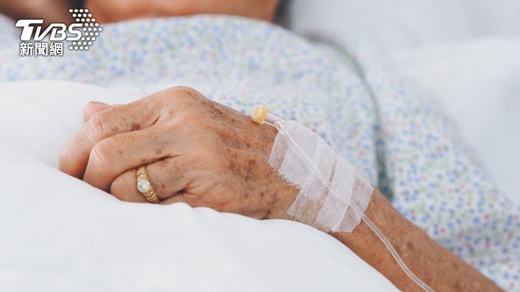 嘉義一名男子拋下罹癌的妻子和家庭,10年來毫無音訊。(示意圖/Shutterstock達志影像) 尪出外賺錢「狠拋癌妻10年」 她成皮球嘸人照顧怒喊離