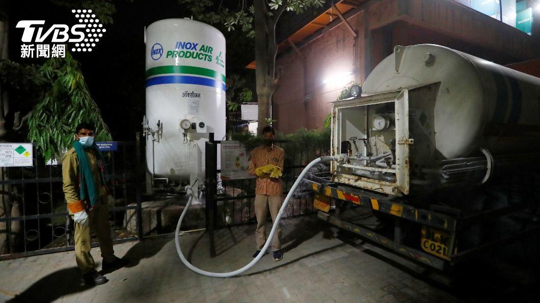 歐盟宣布要向印度伸出援手,包括捐贈醫用氧氣等物資。(圖/達志影像路透社) 印度疫情慘!歐盟援助醫用氧氣 比利時禁旅客入境