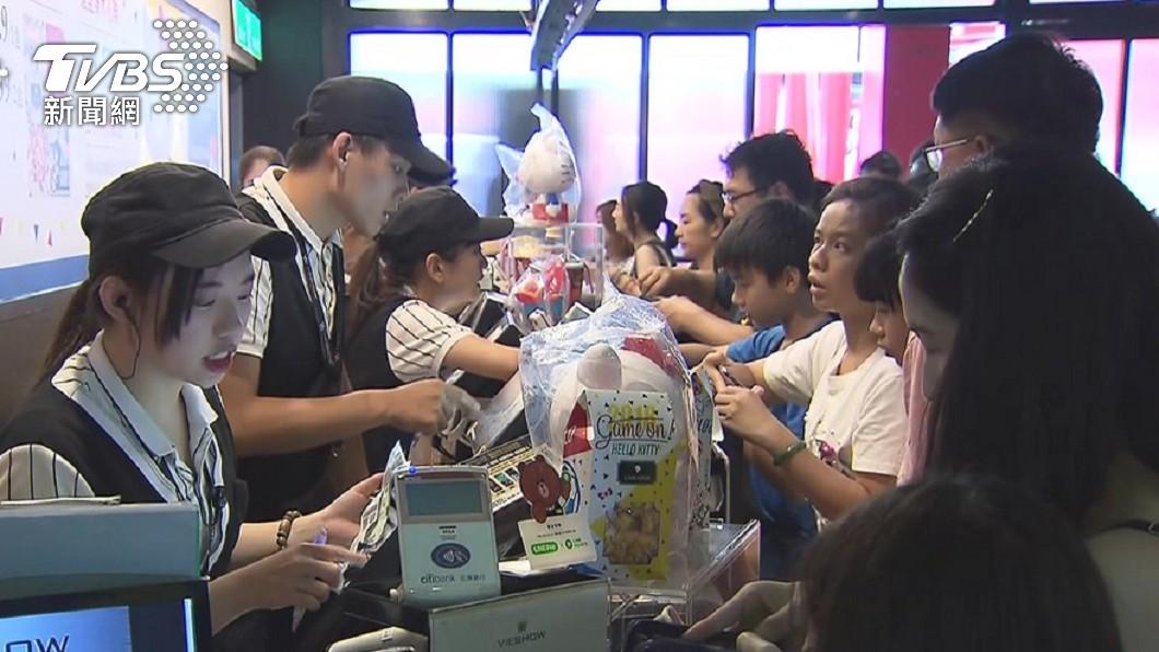 威秀影城推出獨家優惠。(圖/TVBS資料畫面) 拿出身分證!「這年生」免費看電影 攜9好友全免錢