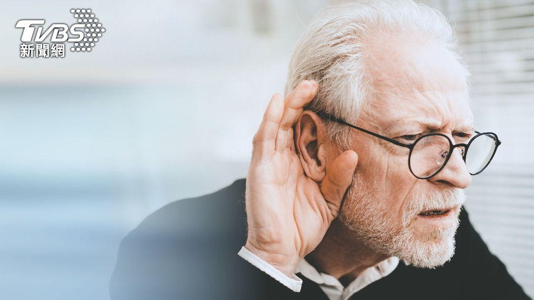 全台近4成長者有退化性聽力受損問題。(示意圖/shutterstock達志影像) 長者重聽難溝通?醫親授這招免拉高分貝對話更有效