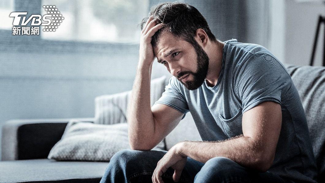 英國研究指出,有半數男性對身材沒自信,進而影響心理健康。(示意圖/shutterstock達志影像) 英研究:半數男性對身材沒自信 恐影響心理健康