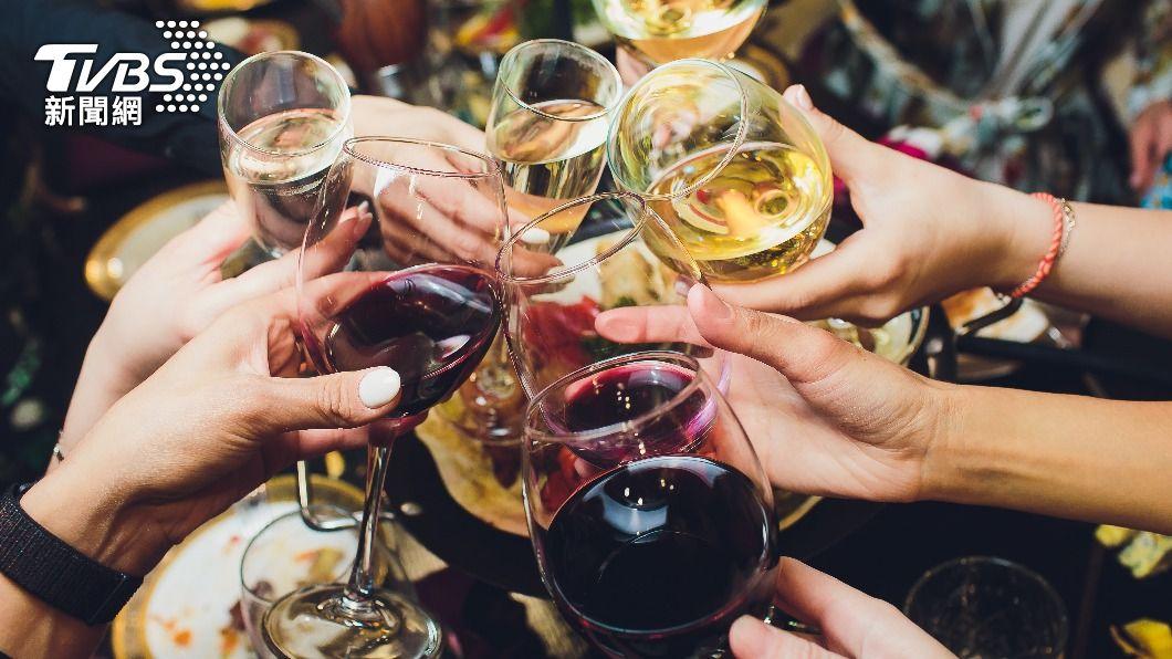 半數台灣人有酒精不耐症。(示意圖/shutterstock 達志影像) 半數台人有「酒精不耐症」 喝酒出現這反應是癌症警訊