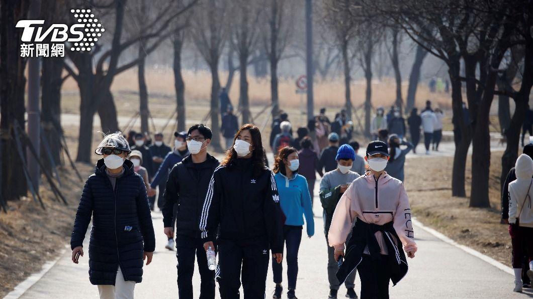 韓國今(30)日宣布再延長3週聚會禁令。(圖/達志影像路透社) 韓國5人以上聚會禁令延3週 7月擬改較寬鬆新制